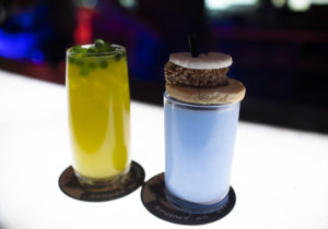 Blue milk og alien-drinker i Galax's Edge