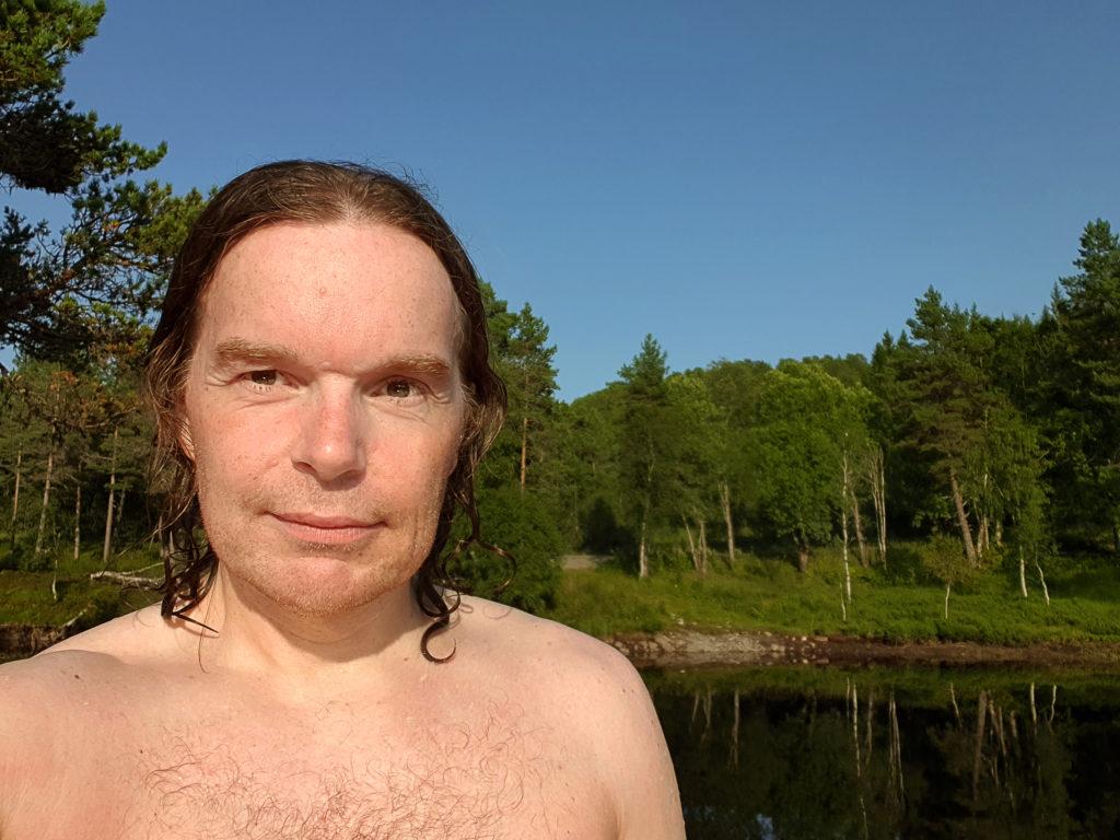 Hogne Bø Pettersen har svømt ved Inntaksdammen i Molde