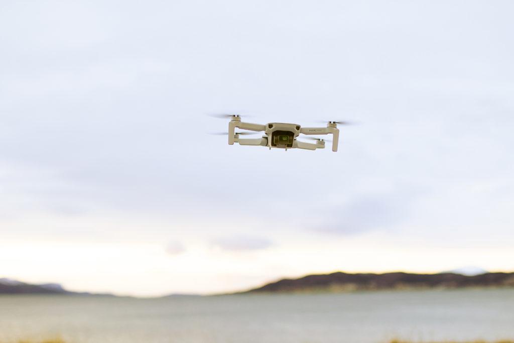 Hogne fotograferer dronen