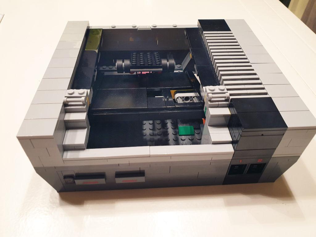Kassettholder innebygget i Lego NES
