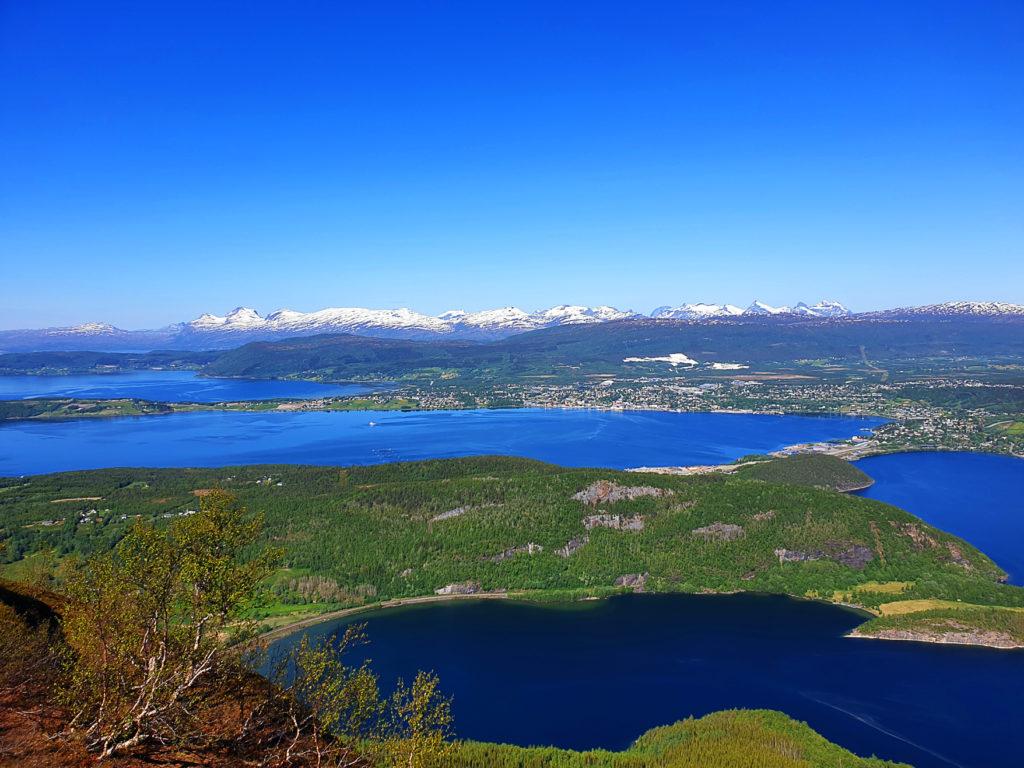 Utsikt over Fauske fra Storskarfjellet.