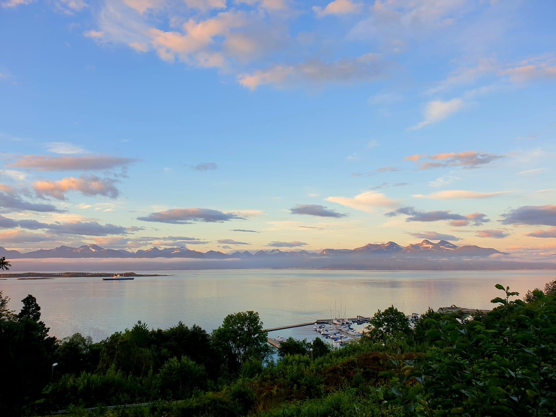 Utsikt over Moldefjorden og Romsdalsalpene fra Skrenten